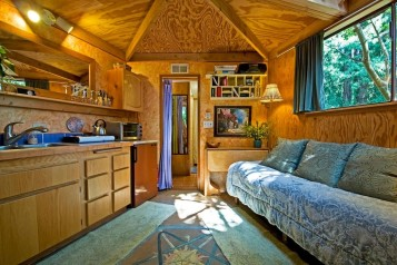 Q.5. airbnb 2